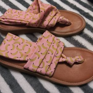 Dirty Laundry sandals sling back with banana print
